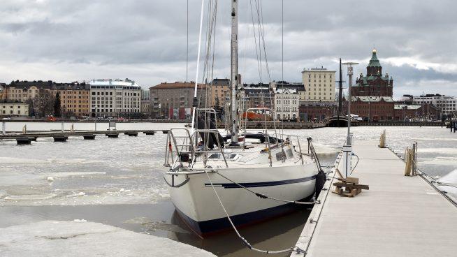 Kevättalven kuulumisia ja teräsvene Nanuuk